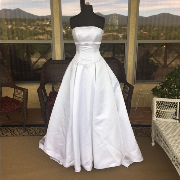 2 be bridal Dresses   New Size 4 White Statin Aline Wedding Gown ...